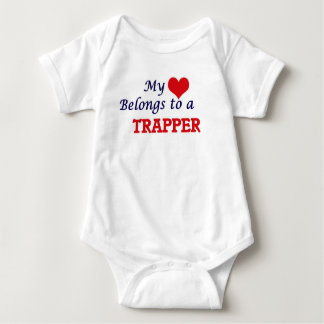 Mein Herz gehört einem Trapper Baby Strampler