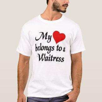 Mein Herz gehört einer Kellnerin T-Shirt