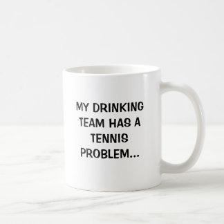 MEIN TRINKENDES TEAM HAT EIN TENNIS-PROBLEM… KAFFEETASSE