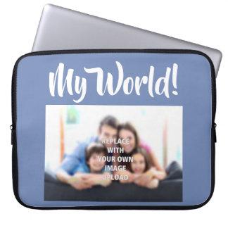 """""""Mein Welt"""" - Familien-Foto auf einer Laptop-Hülse Laptop Sleeve"""