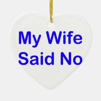 Meine Ehefrau sagte nein in einem dunkelblauen Keramik Ornament