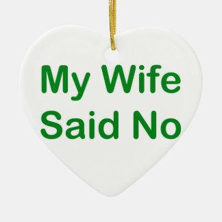 Meine Ehefrau sagte nein in einem dunkelgrünen Keramik Herz-Ornament