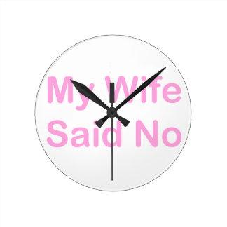 Meine Ehefrau sagte nein in einem Runde Wanduhr