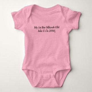 MEINE ERSTE ROSA NIEDLICHE AUSSTATTUNG DES BABY STRAMPLER