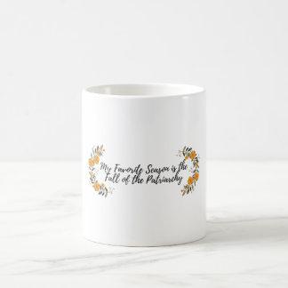 Meine Lieblingsjahreszeit ist der Fall des Kaffeetasse