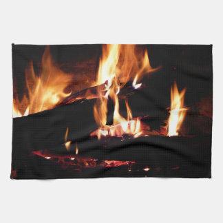 Meldet die Kamin-warme Feuer-Fotografie an Handtuch