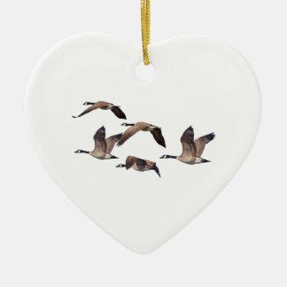 Menge der wilden Gänse Keramik Herz-Ornament