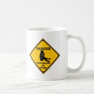Menopause an den Arbeits-T - Shirts und den Kaffeetasse