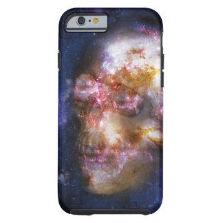 Menschlicher Schädel in den Sternen Tough iPhone 6 Hülle