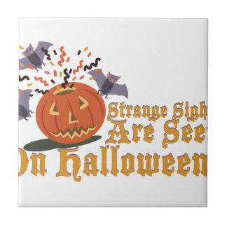 Merkwürdiger Anblick auf Halloween Keramikfliese