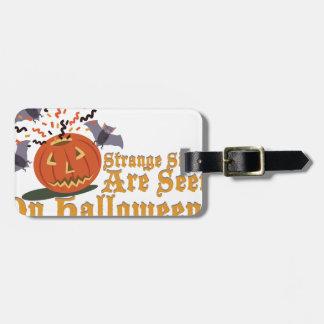 Merkwürdiger Anblick auf Halloween Kofferanhänger