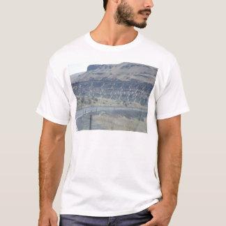 Metallbrücke über Fluss T-Shirt