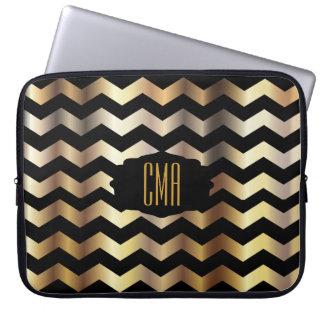 Metallisches Gold und schwarze Zickzack Streifen Laptopschutzhülle