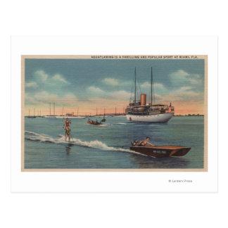 Miami, FL - Wasserski-Szene, hölzernes Boot Postkarte