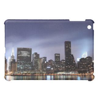Midtown Manhattan Skyline an den Nachtlichtern, iPad Mini Hülle