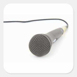Mikrofon- Gespräch zu mir Quadratischer Aufkleber