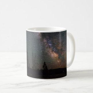 Milchstraße über Firehole See Kaffeetasse