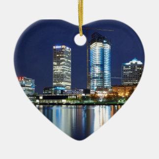 Milwaukee-Skyline nachts Keramik Herz-Ornament