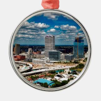Milwaukee-Skyline Rundes Silberfarbenes Ornament