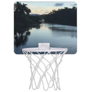 Minibasketball-Ziel mit einer Ansicht Mini Basketball Ring