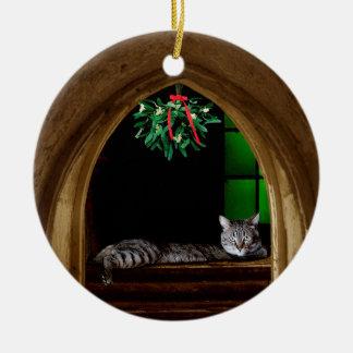 Mistelzweig-Kathedralen-Katze Keramik Ornament