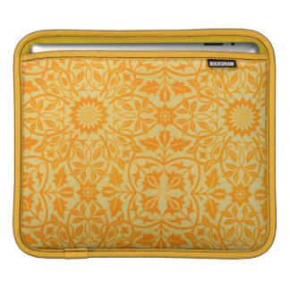 Mit Blumen in der Orange und im Gold iPad Sleeve