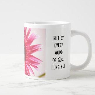 Mit Blumen mit Schrifts-Vers, rosa Jumbo-Tasse