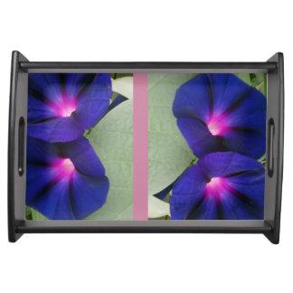 Mit Blumen Tablett