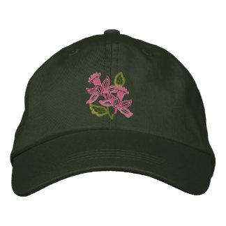 Mit Blumenopenwork Bestickte Kappen