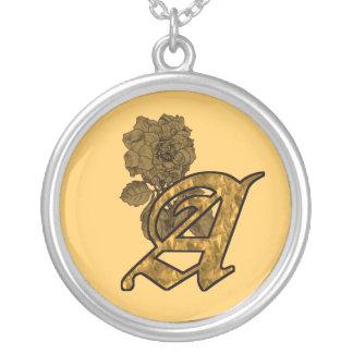 Mit Monogramm Initiale eine Halskette Mit Rundem Anhänger