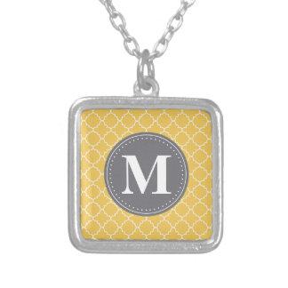 Mit Monogramm marokkanisches Gitter in Gelbem/im Versilberte Kette