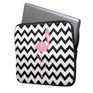 Mit Monogramm rosa Flamingo + Schwarzes Zickzack Laptop Sleeve Schutzhülle