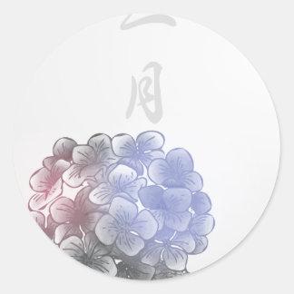 Mit Tinte geschwärzte Blumenblätter eines Jahres - Runder Aufkleber