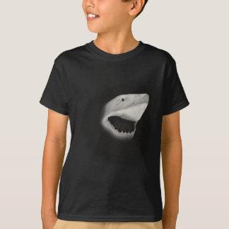 Mit Tinte geschwärzter Haifisch-Angriff T-Shirt
