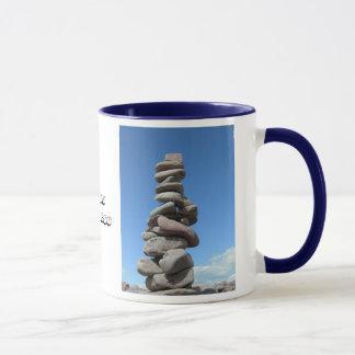 Mitglied der Felsen-balancierenden Tasse