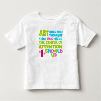 Mitte des Aufmerksamkeits-Shirts - wählen Sie Art Hemd