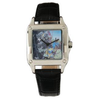 mittelalterliche Ritter, die auf Armbanduhr