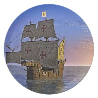 Mittelalterliches Carrack an der Dämmerung Teller