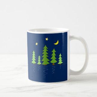 Mitternachtswald mit Baum-Sternen und Mond Kaffeetasse