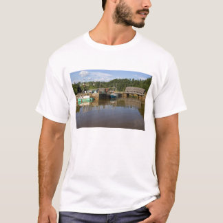 Mittlere Gezeiten bei Bay of Fundy in St Martins, T-Shirt