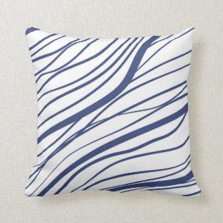 Moderne blaue weiße Linien Kissen