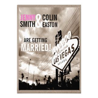 Moderne Hochzeit Vintager Sepia-Las Vegas lädt ein Personalisierte Einladungskarten