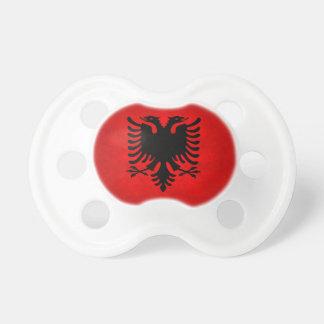 Moderne nervöse albanische Flagge Schnuller