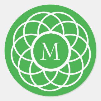 Moderne weiße Blume auf hellgrünem Monogramm Runder Aufkleber