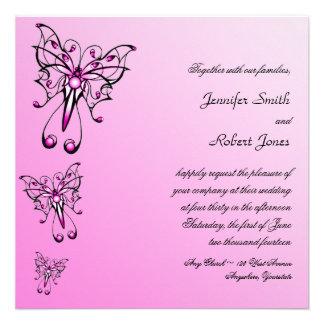 Moderner rosa Schmetterling auf rosa Einladungen