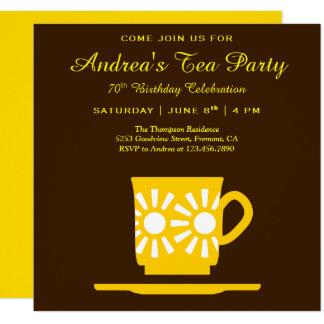 Modernes gelbes Geburtstags-Tee-Party der Karte