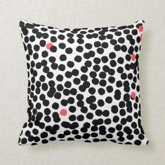 Modernes punktiertes Kissen pink&black