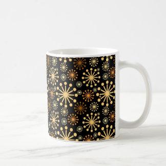 Modernes Schneeflocke-Muster golden und schwarz Kaffeetasse