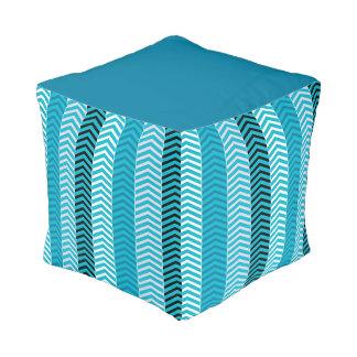 Modernes Türkis-Blau-Zickzack Streifen-Muster Hocker