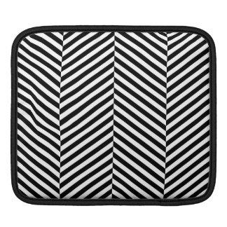Modernes Zickzack Streifen-Schwarzweiss-Muster Sleeve Für iPads